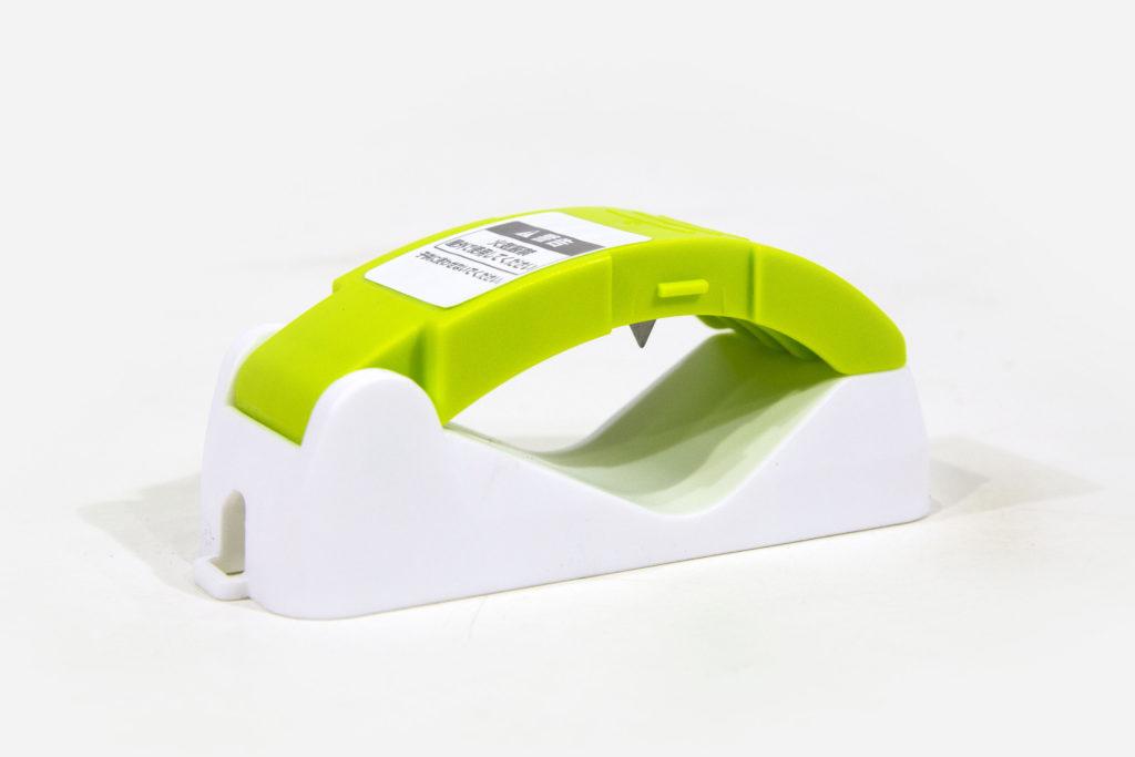 スプレー缶穴あけ器具:より安全に使える足踏みタイプ