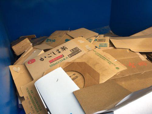 リサイクルBOXの中のダンボール